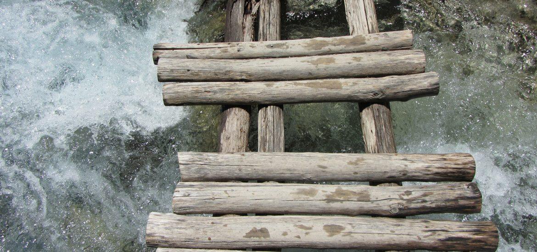 wooden-bridge-111058_1920